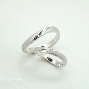 【プラチナ鍛造】カーブした艶消し結婚指輪