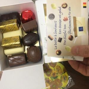 簡易包装、万歳!エコですね!海外のお菓子。