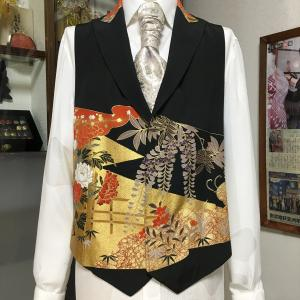 【黒留袖着物ベスト】紳士服フルオーダー新作 赤×金