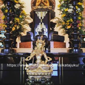 チベットの歴史を紐解くと、こうした神話や伝説を耳にする…