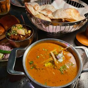 ここ好き!絶景が目の前に!スタイリッシュで本格的なインド料理屋