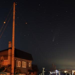 ネオワイズ彗星が見えています