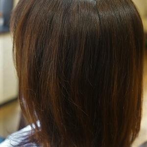パーマでヘアスタイルにほんのり動きを。