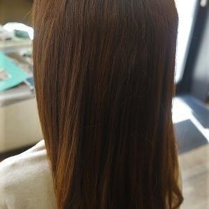 サラ艶ストレートヘアに、縮毛矯正で日々簡単スタイリング。