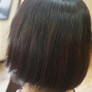 ショートヘアの縮毛矯正。梅雨対策でお手入れしやすい髪に。