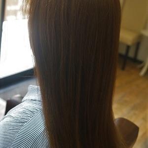 Good-bye うねり&ひろがり、縮毛矯正でサラ艶ストレートヘアに。
