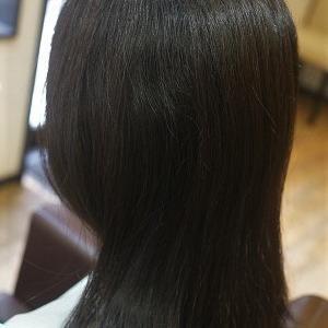 梅雨対策と夏ヘアに、縮毛矯正で日々扱いやすい髪に。