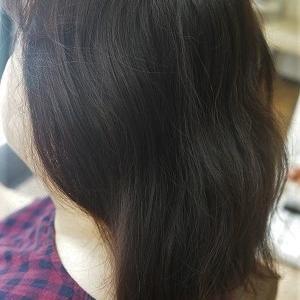 久しぶりぶりの縮毛矯正で扱いやすいまとまる髪へ。