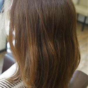 縮毛矯正でまとまるヘア。普段のスタイリングも簡単に。