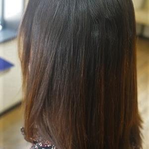 縮毛矯正でナチュラルなストレートスタイルに。