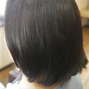 うねりを解消。縮毛矯正でナチュラルボブスタイルに。
