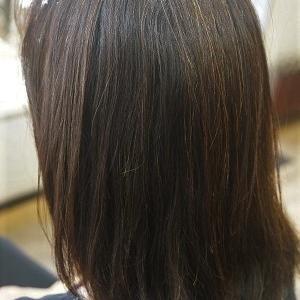 気になる癖毛、縮毛矯正で手ぐしでまとまる髪へ。