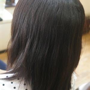 蒸し暑い夏 気になる癖毛を縮毛矯正でお手入れ簡単ヘアに。