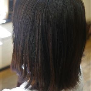 伸ばし中の髪も縮毛矯正で夏のストレートスタイルに。
