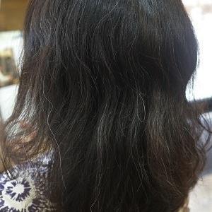 ミディアムヘアにパーマを。