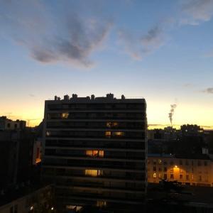 コロナ第2波のロックダウン中のパリの風景