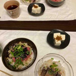 ネギトロ丼にカツオのタタキ