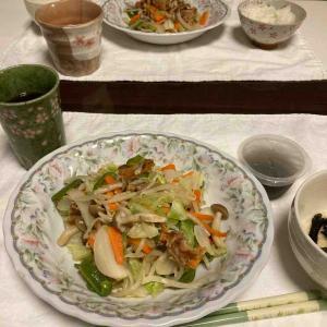 夕食は野菜炒め