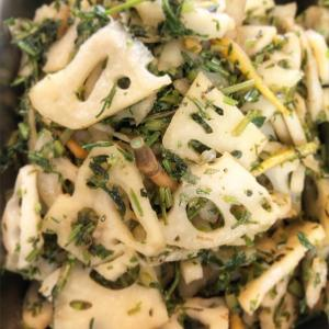レンコンとにんじんの葉の塩炒め【明石農園× COZYレシピ】