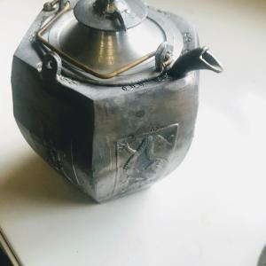 銀と錫(すず)の製品を骨董品屋へ