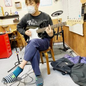 E・ギターレッスンその4576~ROCKET DIVE~