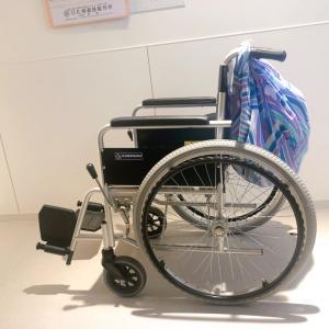 車椅子〜ハンドルに風呂敷を結びつけて
