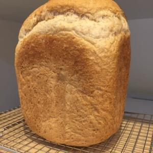 久しぶりに全粒粉入りの食パン焼いた!