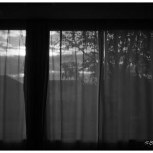 カーテン越しの風景