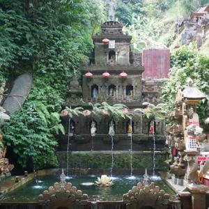 タマン・チャンプアン・サロ寺院でムルカットを