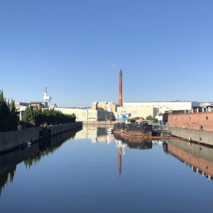 尼崎の工業地帯の風景