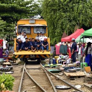 ミャンマー ・ レイルサイドストーリー  その24   もうひとつの線路市場 ④