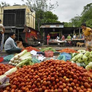 ミャンマー ・ レイルサイドストーリー  その25   もうひとつの線路市場 ⑤