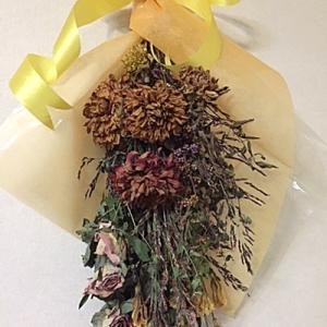 お花を洗濯ばさみで挟んだら~~秋色です~♪
