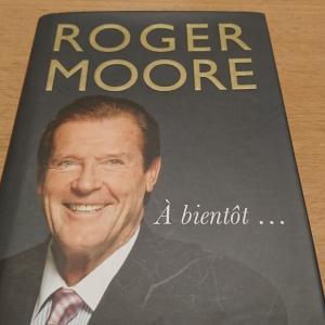 故・ロジャー・ムーア卿最後のエッセイ集『ア・ビエント・・・(またね・・・)』レビュー