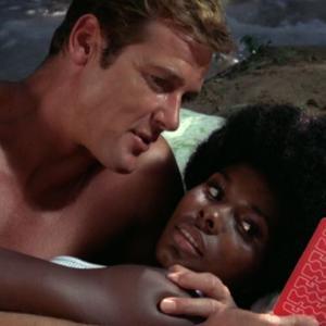ロジャー・ムーア著『The 007 Diaries-The Filming of Live And Let Die』レビュー(その1)
