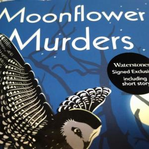 カササギの続編はユウガオ殺人事件?アンソニー・ホロヴィッツ最新刊『Moonflower Murders』レビュー