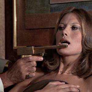 【007シリーズのお約束30】ボンドの持つ銃はファリック・シンボルなのか?