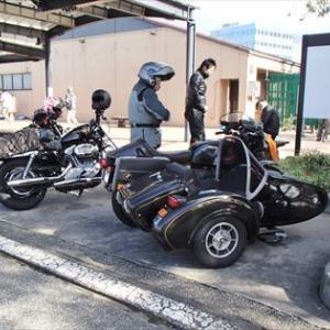 バイクの駐輪マナー、高速PAの駐輪場にて
