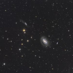 NGC4725とお友達。