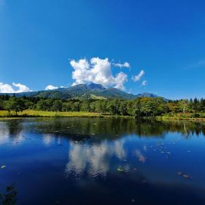 いもり池から眺める妙高山 ^^