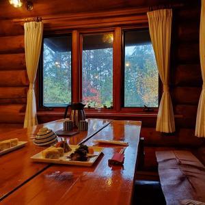 ダイニング窓から眺める紅葉の景色♪