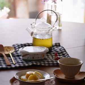 秋のおやつと湯のみ茶わん。