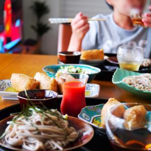 子供と昼ごはん。色鮮やかな九谷焼。