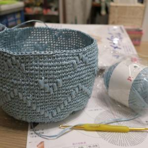 ハマナカエコアンダリヤで本番を編み始めました。
