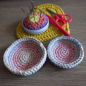 余り糸で編む入れ子の小皿