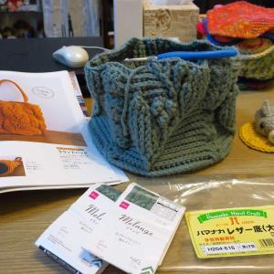 リーフ柄とパフコーン編みのお花のバッグ