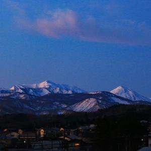 夜明け前の火打山、焼山