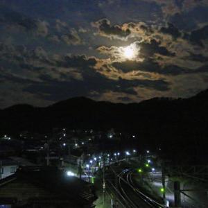 満月と日の出