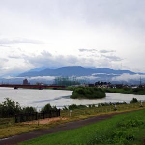 通院、梅雨空、関川堤