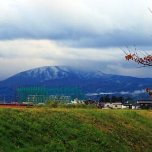 南葉山 (949m) に雪が降った。